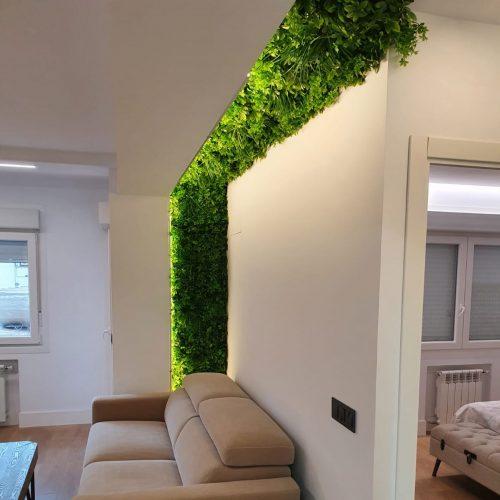 Jardín Vertical CHEFLERA instalado en un interior